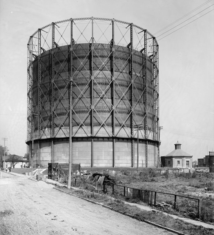 [Gasometer in Detroit, USA, 1905, image courtesy of Library of Congress]